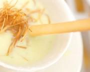 淡い緑のスープ
