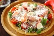 生ハムとルッコラのサラダピザ