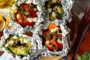 焼きアボカドとトマトのカプレーゼ