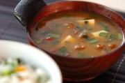 豆腐とニラのみそ汁