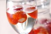 イチゴ入りワイン