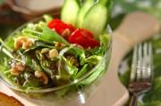 クルミのグリーンサラダ