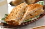 梨とピーナッツバターのサンドイッチ