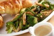 ささ身と緑の野菜のソテー