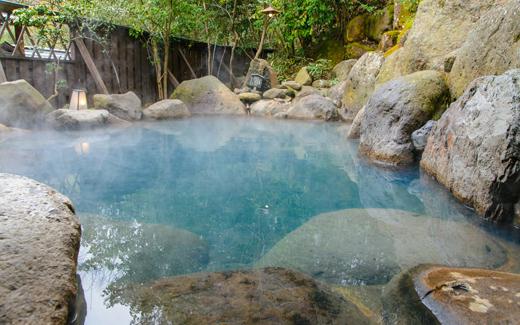 夏の旅行はコレで決まり! 露天風呂付ルームで彼と刺激的な時間を!