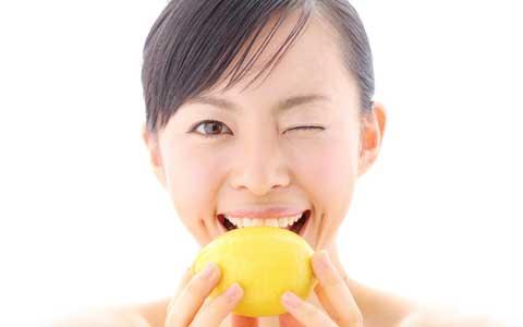 お値段以上の価値がある大人系炭酸飲料! レモンを丸かじりするような圧倒的に濃くておいしいレモネードとは