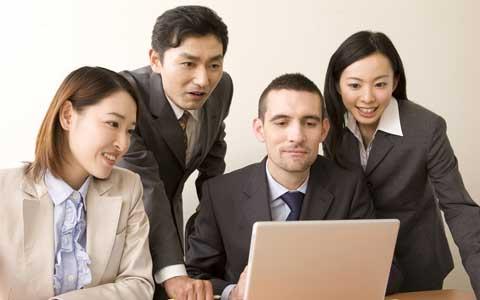 ウルトラマンがビジネスマンに!? ビジネス英会話が学べるコミカルな「ウルトラビジネス英会話」の動画が公開中