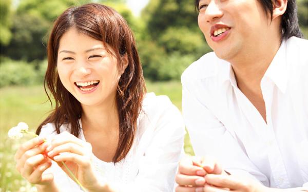 恋に効くかも!? 「Fit's<恋に効くピーチヨーグルト>」が新発売! 「恋に効くタロット恋愛占い」アプリもリリース