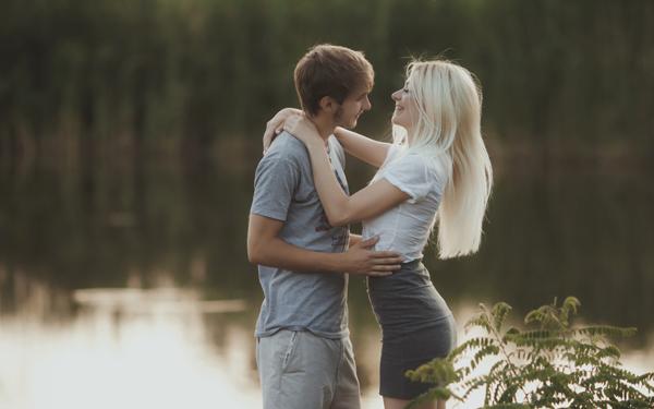 男性がまったく無関心だった女性に恋に落ちる瞬間