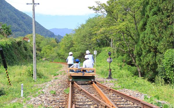 自転車の 神岡 自転車 線路 : 線路の上をサイクリング、岐阜 ...