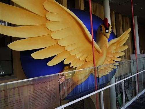 「火の鳥」のオブジェ。(C)手塚プロダクション。約11メートルに及ぶ巨大オブジェは京都の仏像彫刻の技術をもって製作されたという
