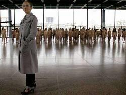 18歳から65歳までの全裸女性100人によるアート