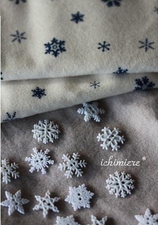 布も雪の結晶柄 買っちゃいました冬の白 好きです(^-^*)起毛なので暖... 冬のモチーフは雪