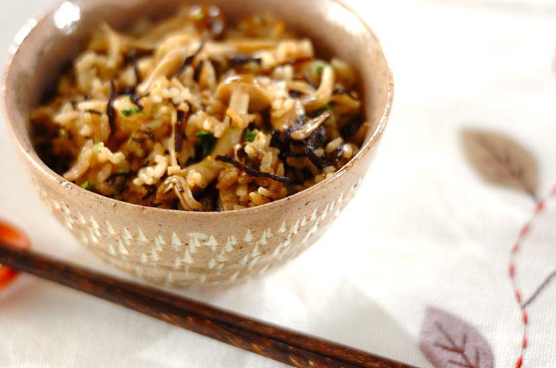 きのこ炊き込みご飯を『イイ味』に作れるレシピ31選。おかわり必至♪