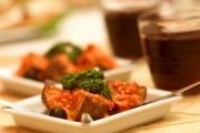揚げジャガイモの赤ピーマンソース