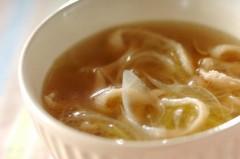 鶏皮と白ネギのスープ