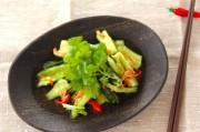 キュウリとパクチーのタイ風サラダ