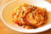 鶏肉と春野菜のトマトソースパスタ