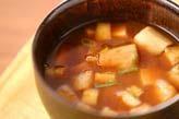 豆腐と麩の赤だし