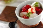 イチゴシロップがけ白玉