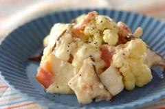キノコとカリフラワーのチーズサラダ