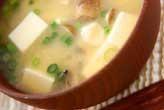 豆腐とシメジのみそ汁