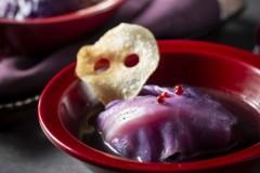 黒ごまスープの紫ロールキャベツ