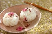 桜のミニおむすび