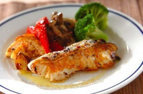 白身魚のアンチョビガーリックソテー