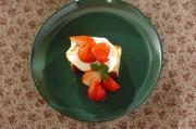 カステラとイチゴのデザート