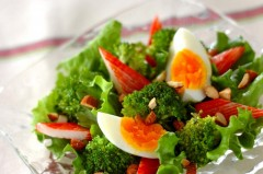 ブロッコリーとグリーンリーフのサラダ
