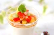 ココナッツミルクと米粉のプリン・季節のフルーツのマチェドニアソース