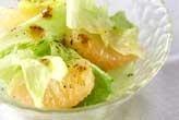 レタスと果物のサラダ