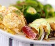 鮭とポテトの重ね焼き アボカドのサラダ