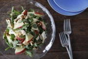 くるみ香るりんごと春菊のサラダ