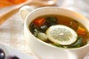 モロヘイヤとニンニクのスープ