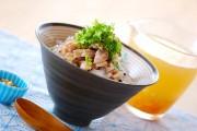 蒸し鶏スープ丼