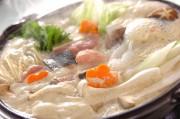 クリーミーで温まる!みそ仕立ての豆乳鍋