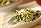 モヤシと菊菜の卵炒め