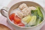 鶏だんごと野菜のチキンボーンブロススープ