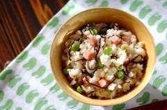 グリンピースとポークランチョンミートの混ぜご飯