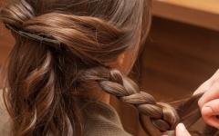 ロングヘアこそまとめ髪。オン・オフ使えるヘアアレンジまとめ