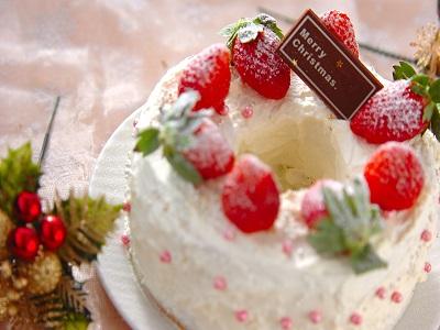 デコるだけ!市販のお菓子で作る簡単クリスマスケーキ