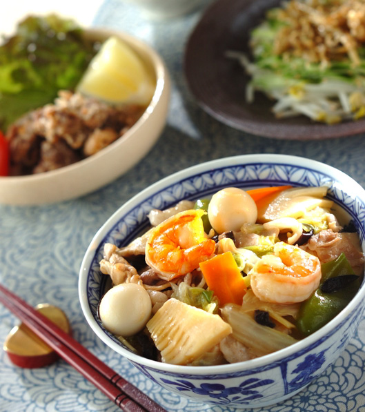 豚肉とエビの中華丼の献立