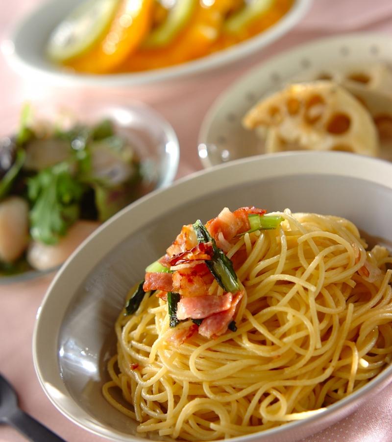 小松菜とベーコンのペペロンチーノの献立