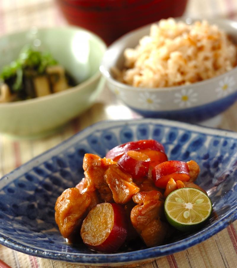 ご飯がすすむ!鶏とサツマイモの甘辛煮の献立