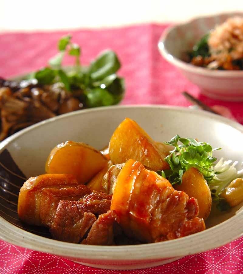 豚バラ肉と新ジャガの煮物の献立