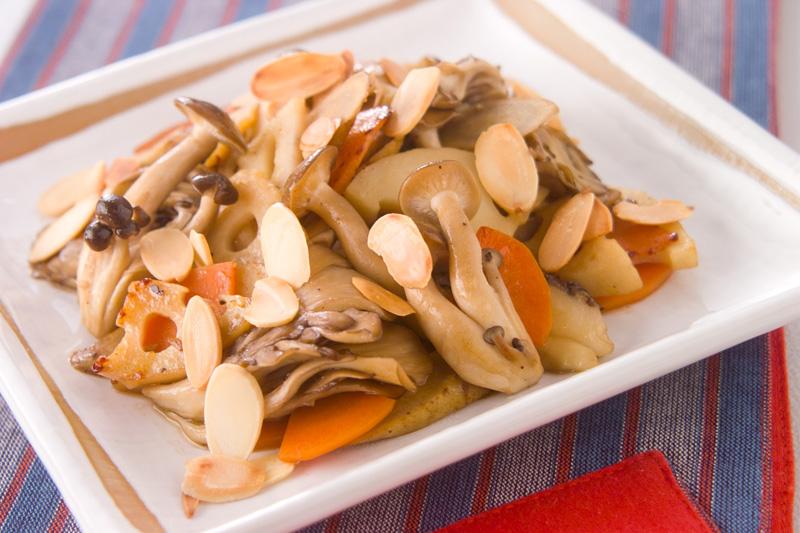 キノコと根菜の炒めものの作り方の手順