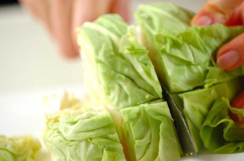 ソーセージと春キャベツのスープ煮の作り方の手順1