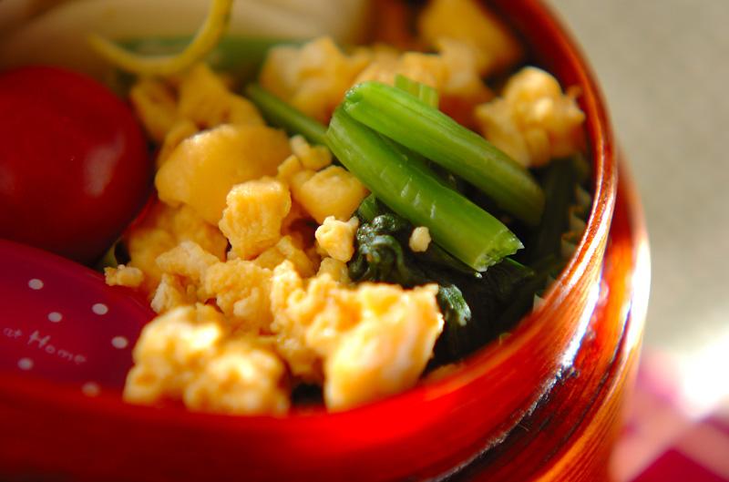 ホウレン草と炒り卵の和え物